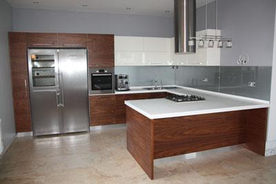 Кухни модерн, фасады деревянные