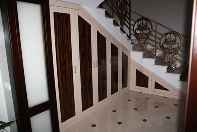 Шкафы под лестницу