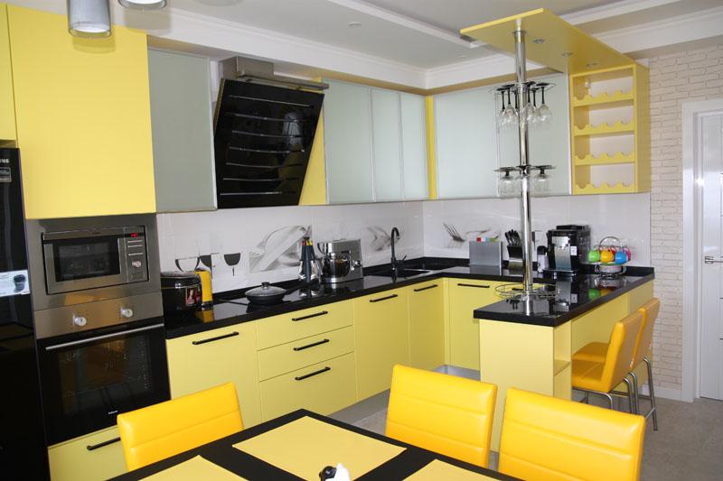 угловая кухня с барной стойкой дизайн
