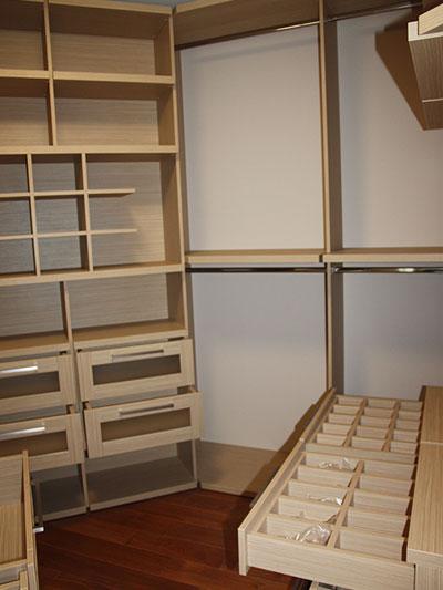 полочки для одежды и аксессуаров