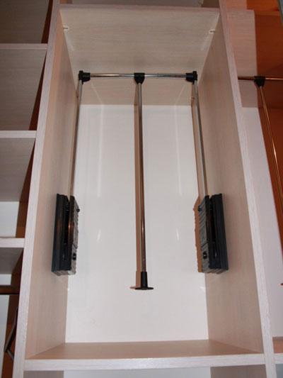 выдвижная вешалка для гардероба