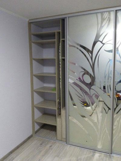 зеркальный гардеробный шкаф
